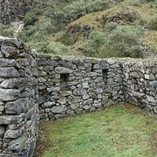 Inca Trail: architecture and archaeological sites on the route